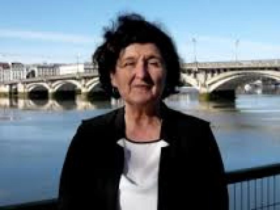 Contre l'A.N.I, le PCF a remis à Mme Capdevielle, une pétition locale comportant 689 signatures.